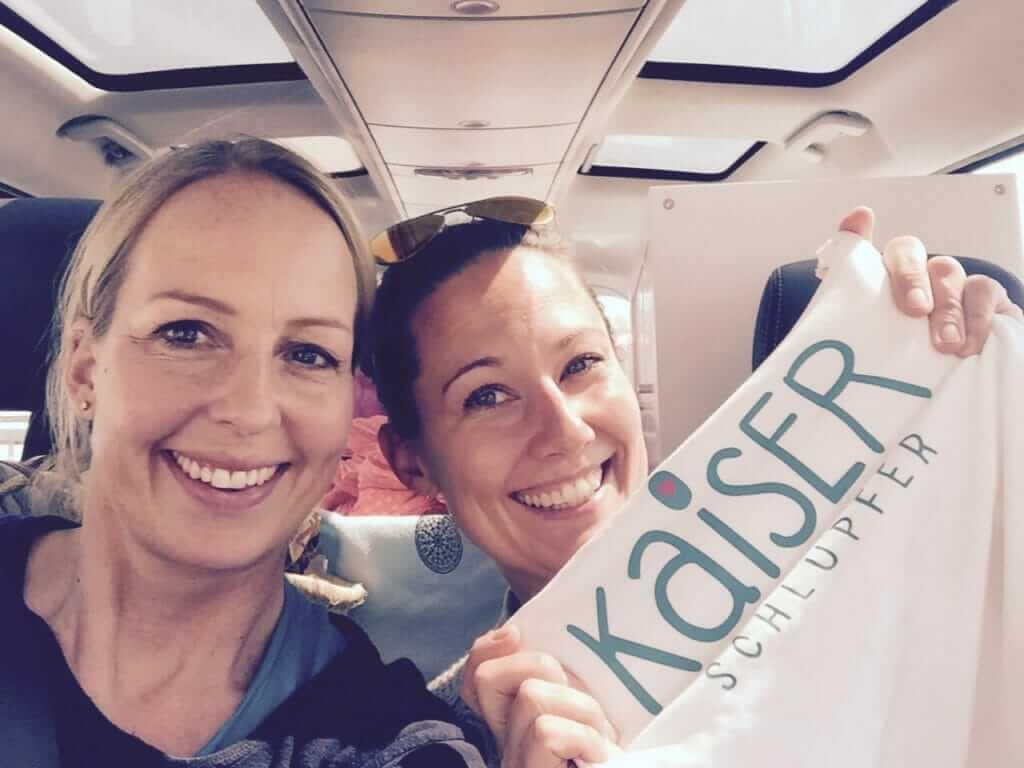 Julia und Daniela im Auto auf dem Weg nach Kassel