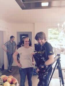 Filmdreh Warme Tage mit Kamera und zwei Personen