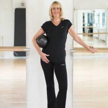 Claudia Mahler mit Ball